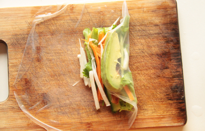 instructions for making rice paper rolls, healthy snack
