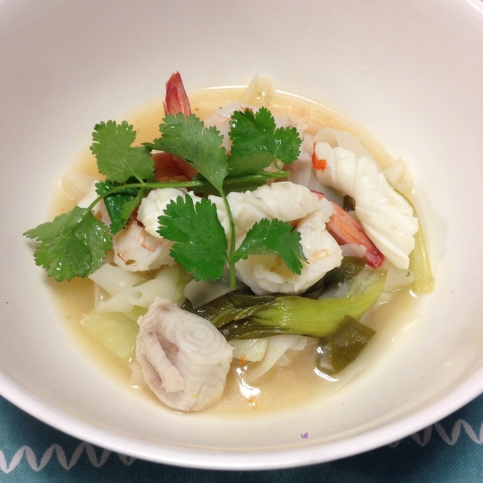 Thai seafood rice noodle soup recipe recipeyum for Thai fish soup