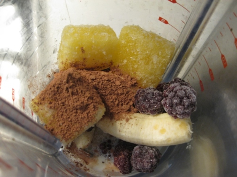 banana,pineapple,chia,blueberry,smoothie