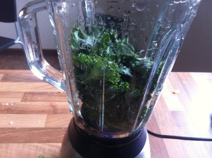 Chocolate kale smoothie