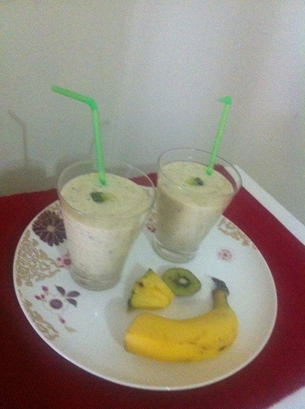 kiwifruit, pineapple, banana, smoothies