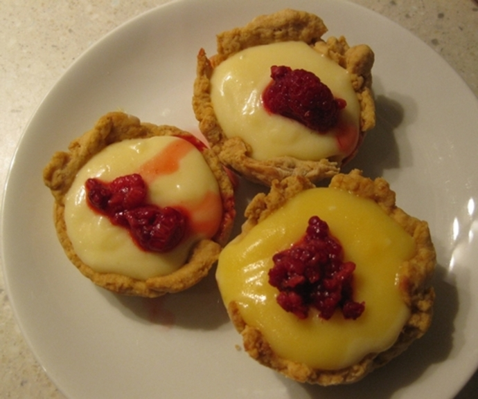 lime,curd,tartlets,with,raspberries