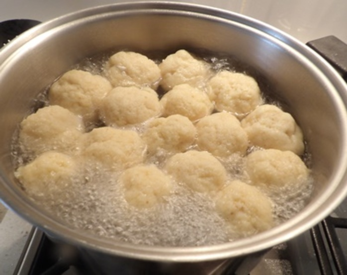 making,matzo,balls
