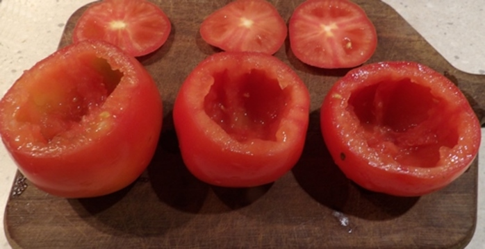 cutting,tops,off,tomatoesw
