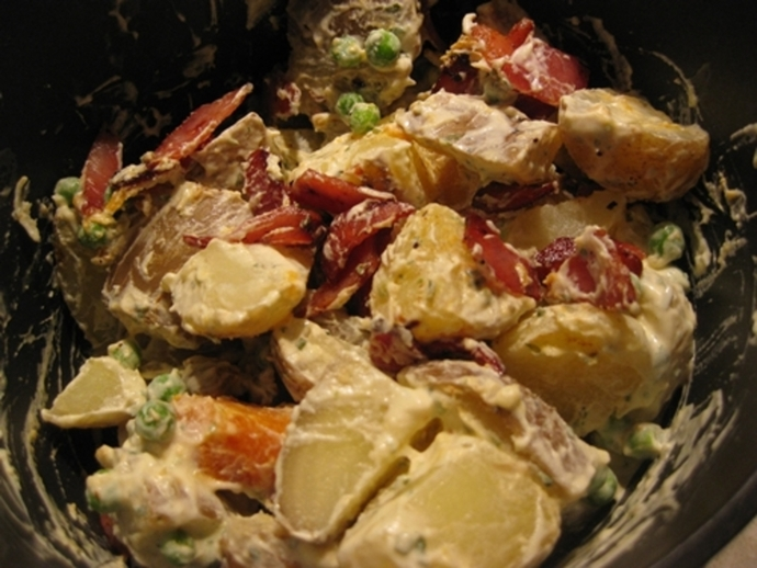 mixed,potato,salad,bacon
