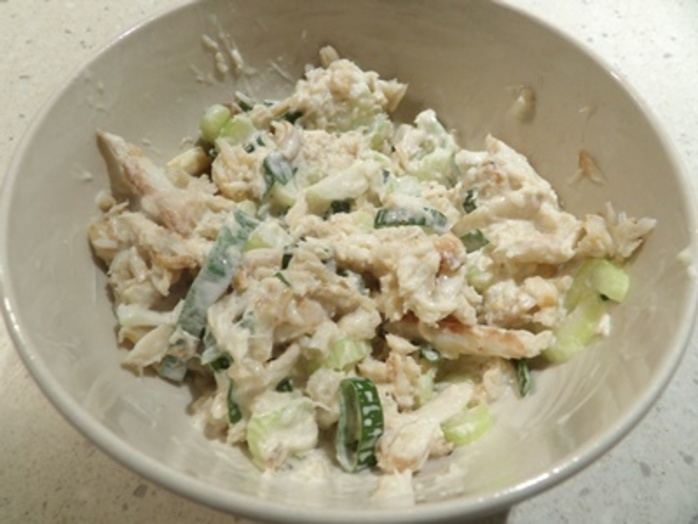 mixing,crab,and,ingredients,for,stuffing