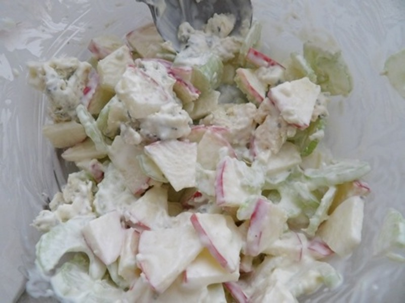 apple,blue,cheese,cutting,apples  - Appetizer Of Apple, Blue Cheese And Pecans On Endive Leaves