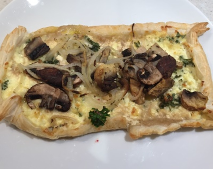 Mushroom,tart,with,three,cheeses