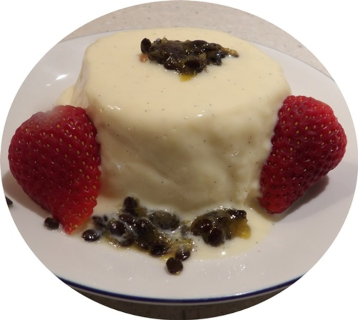 passionfruit,mousse,with,strawberries