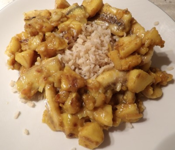 plated,banana,and,apple,curry,with,brown,rice