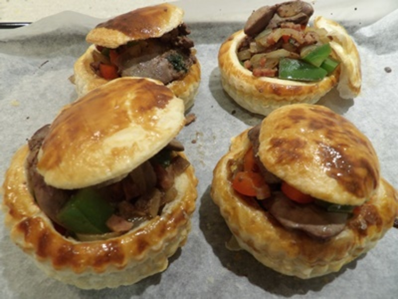 plated,chicken,livers,in,vol,au,vents