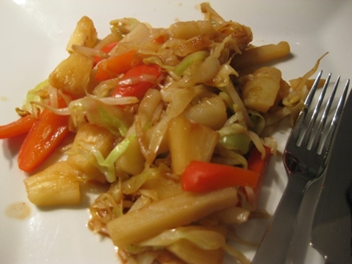 plated,honey,cabbage,with,pineapple,red,capsicum