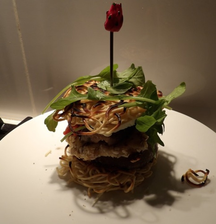 plated,ramen,burger,with,cheeseburger,fetta,mushroom