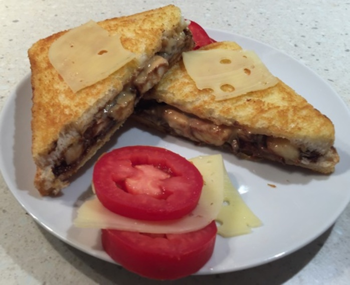 plated,toasted,sandwich,with,tomato