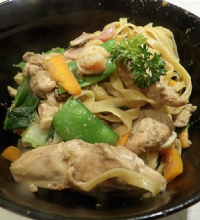 cooking,vegetables,for,chow,mein