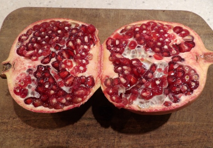 pomegranate,cut,in,half