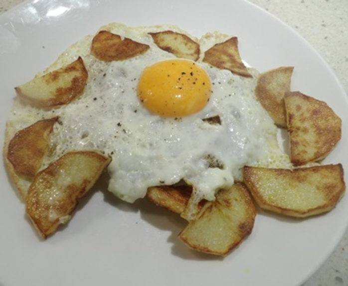 potatoes,with,egg,on,toast