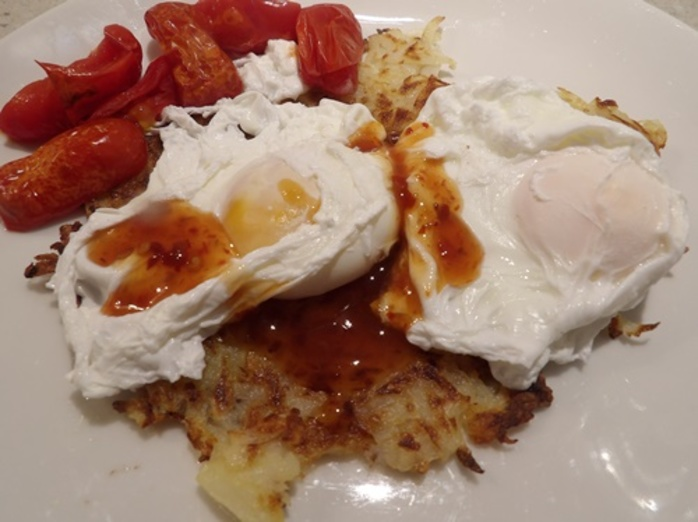 potato,rosti,with,poached,eggs,and,chilli,sauce