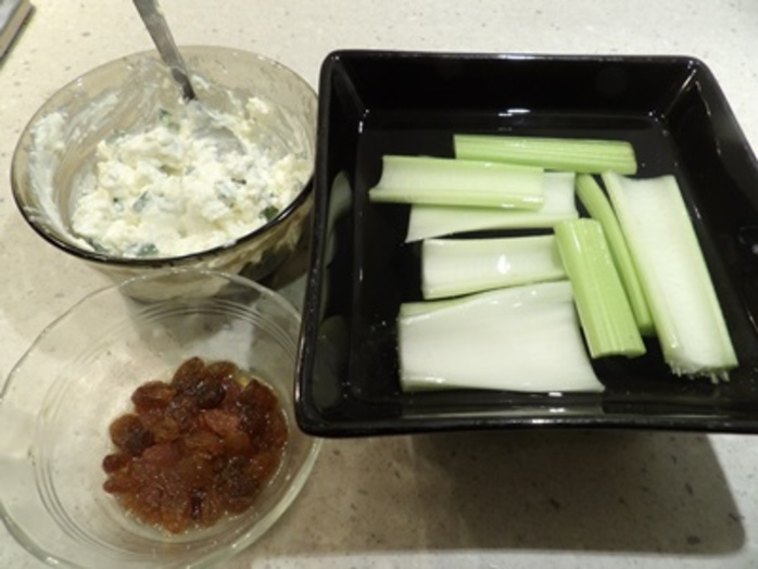 celery,boats,served,with,bread baskets