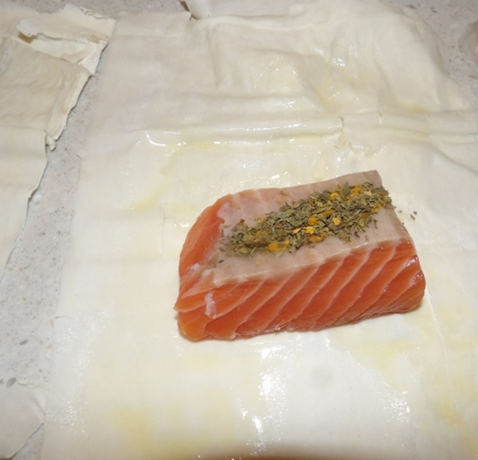 mixing,spices,for,salmon,in,filo