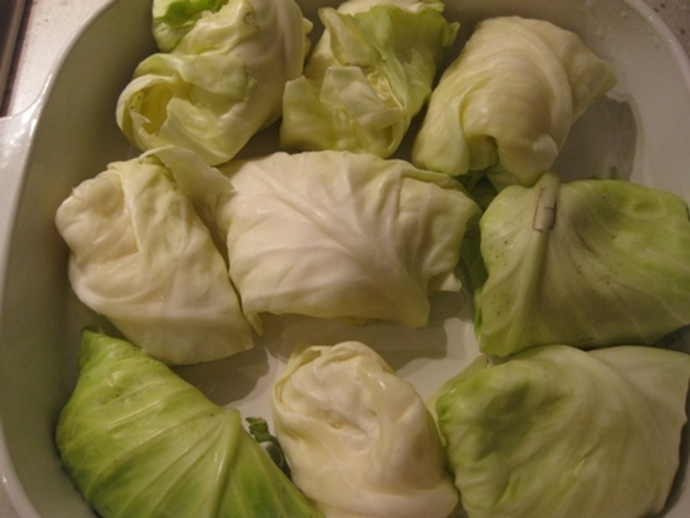 rolling,up,cabbage,leaves