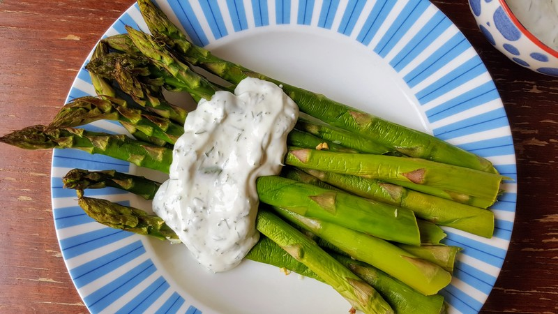 Roast asparagus with greek yoghurt, dill and apple cider vinegar dip