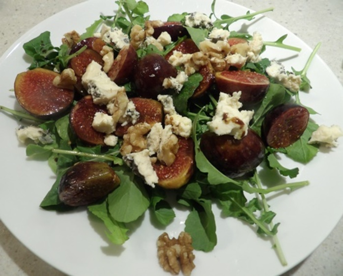 rocket,and,marinated,fig,salad,with,blue,cheese