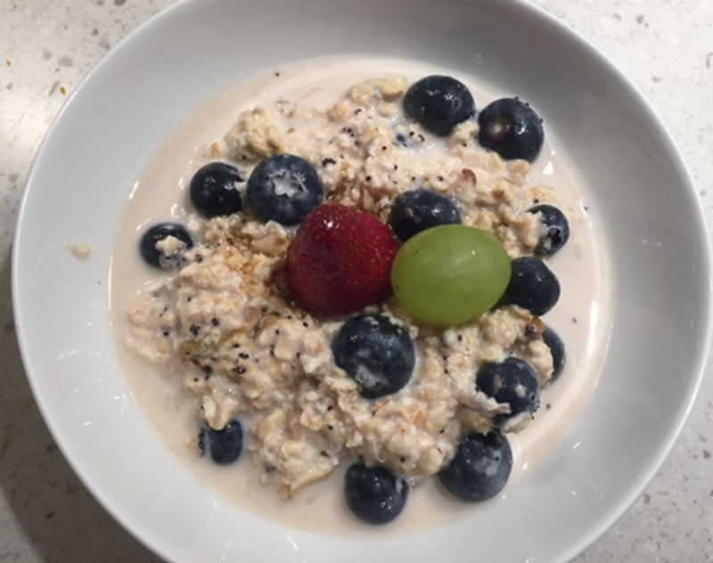 rolled,oats,with,blueberries,breakfast