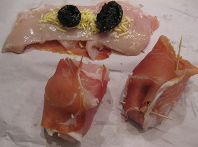 rolling,prosciutto,chicken,prunes,cheese