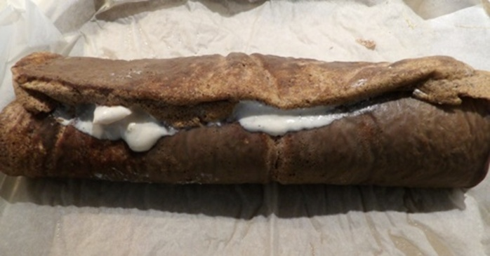 rolling,sponge,with,ricotta,filling