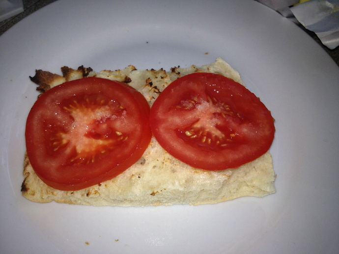 sliced tomatoe on pida bread