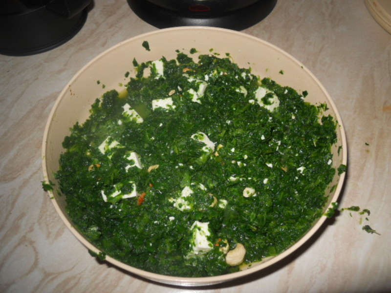spinach parcels, bread  - Spinach Parcels