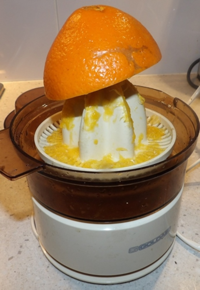 squeezing,fresh,oranges,for,chicken