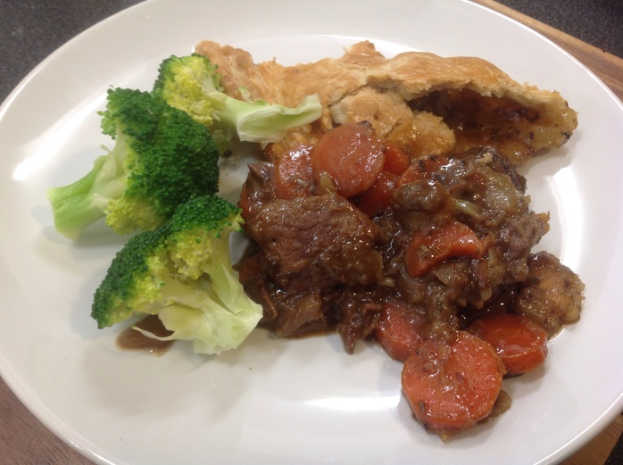 Steak pie, broccoli