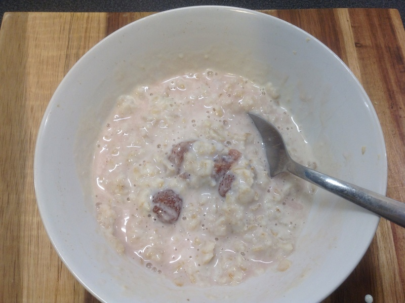 Strawberry cream porridge 