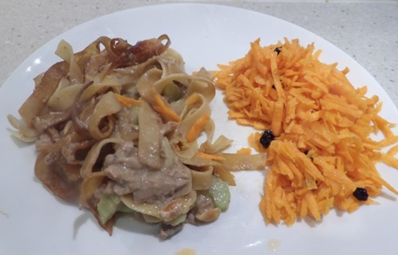 tuna,nut,bake,with,carrot,salad