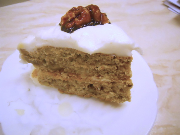 walnut cake, cake slice