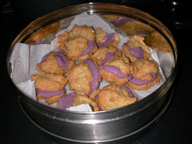Blackcurrant Filled Macaroons