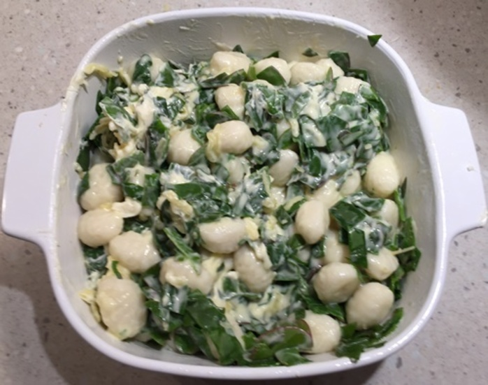 adding,cooked,spinach,to,cooked,gnocchi