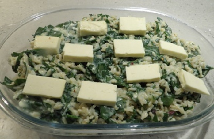 making,the,white,sauce,for,creamed,spinach