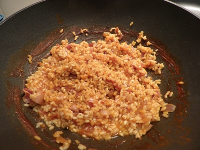 cooking,rice,and,pancetta,for,risotto