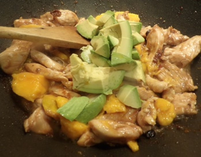 marinating,chicken,in,mango,chutney
