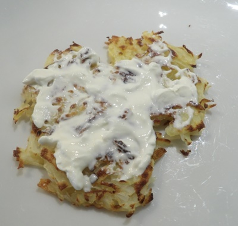drying,grated,potato,and,onion,in,tea,towel