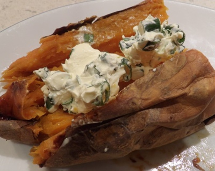 baked,sweet,potato,with,sour,cream,and,spring,onions