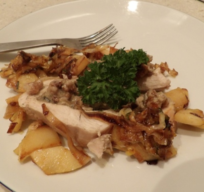 blue,cheese,chicken,with,apple,chutney,sauce