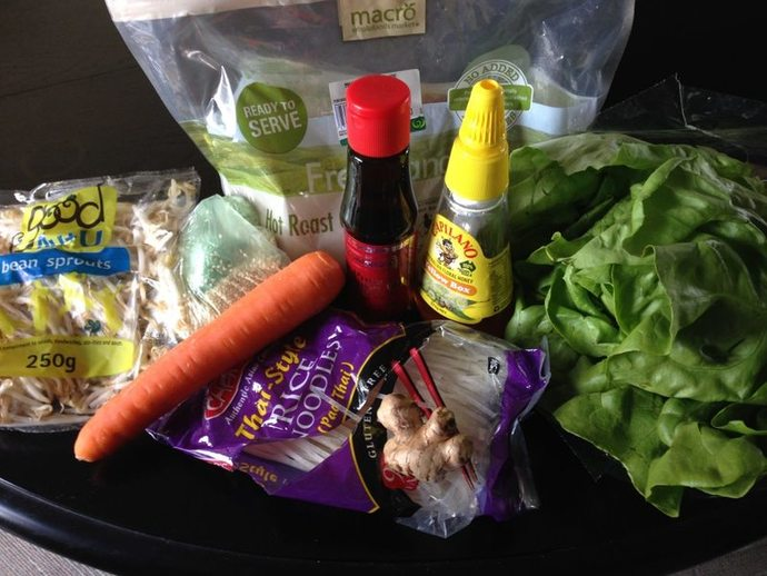 Chicken and sesame lettuce cups, chicken, light lunch, healthy