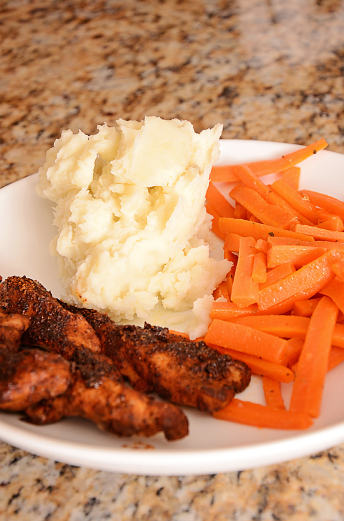 Chicken, mashed potatoes and steamed carrots