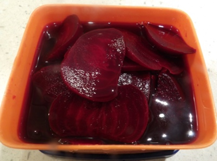 cooked,beetroot,sliced
