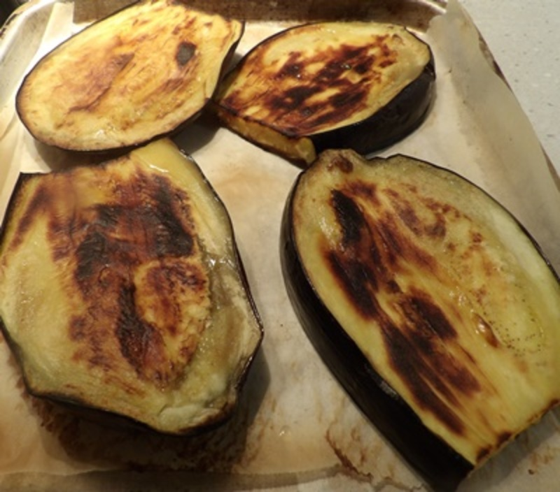 putting,oil,on,eggplant,before,grilling