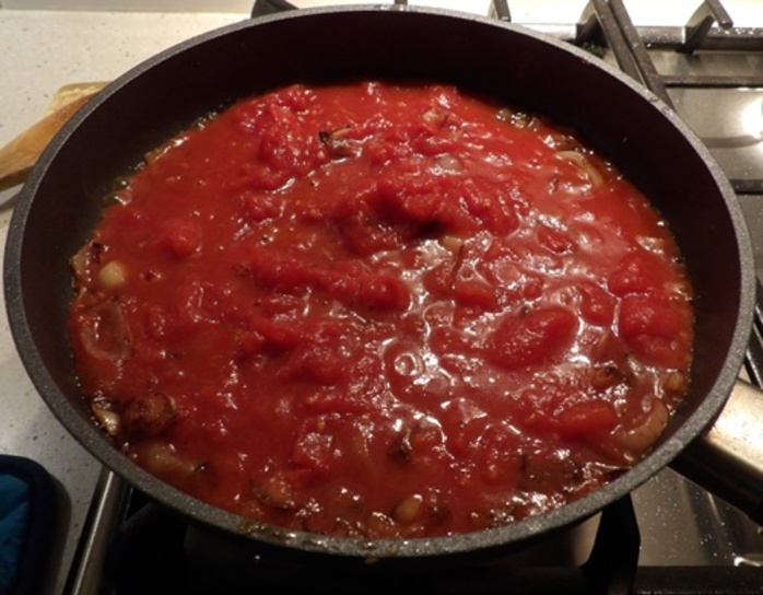cooking,capsicum,and,tomato,sauce,for,spinach,torte